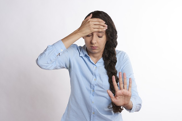 Kobieta z bolącą głową