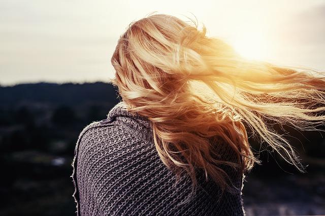 zadbane blond włosy